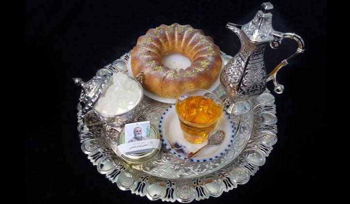 چای زعفرانی با کیک