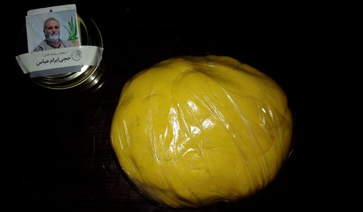 قراردهی خمیر نان برنجی در کیسه فریزر